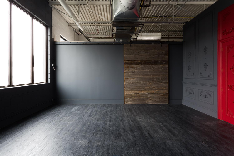 Dark Wall Photo Studio