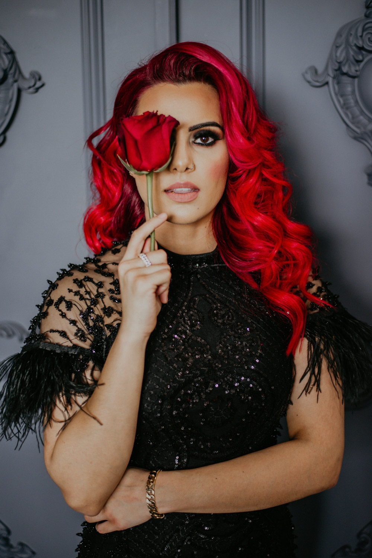 eye see peeking red hair
