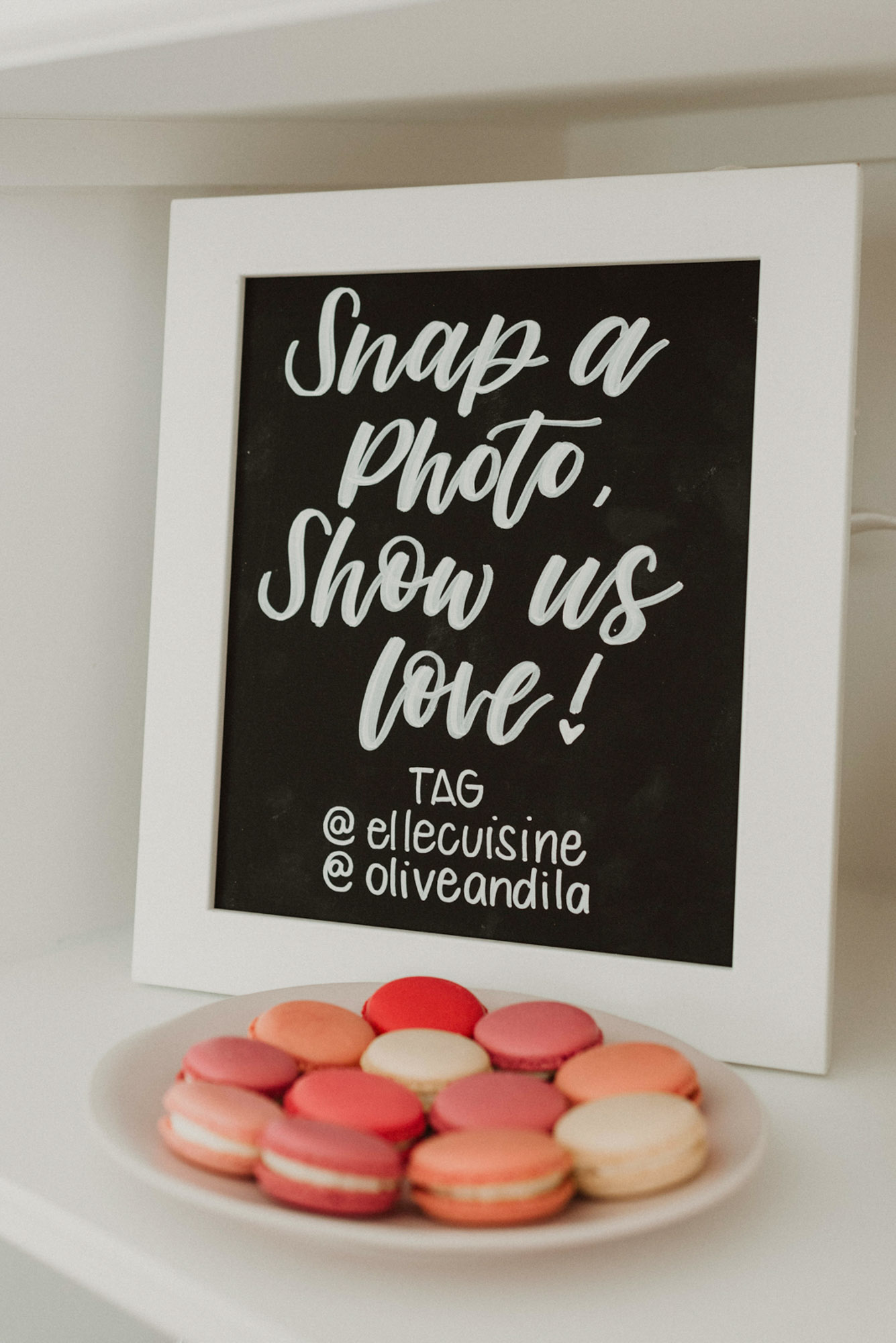 sign photobooth macarons