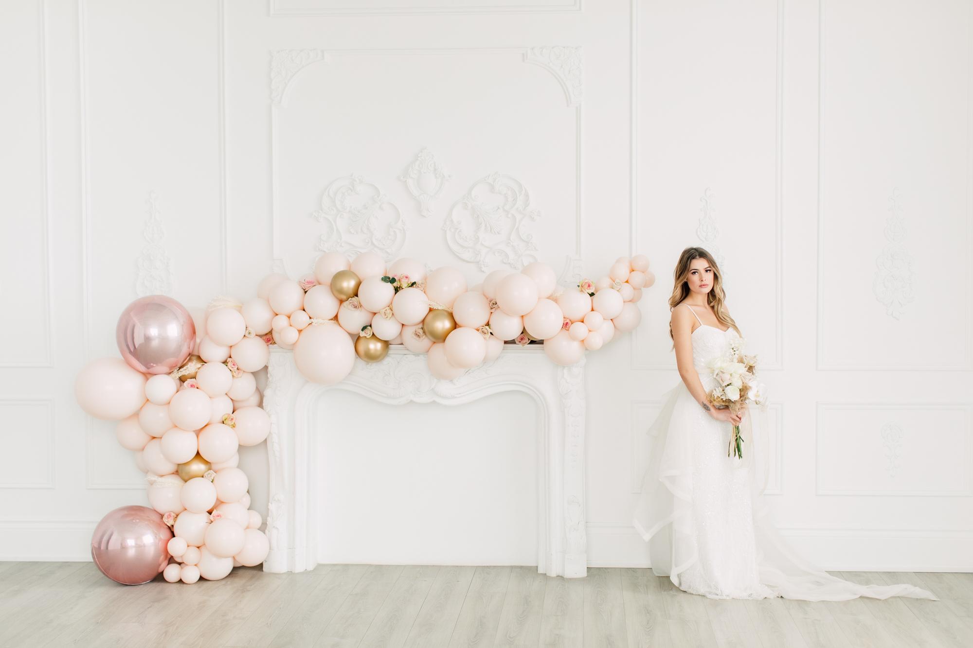 posing wedding admire