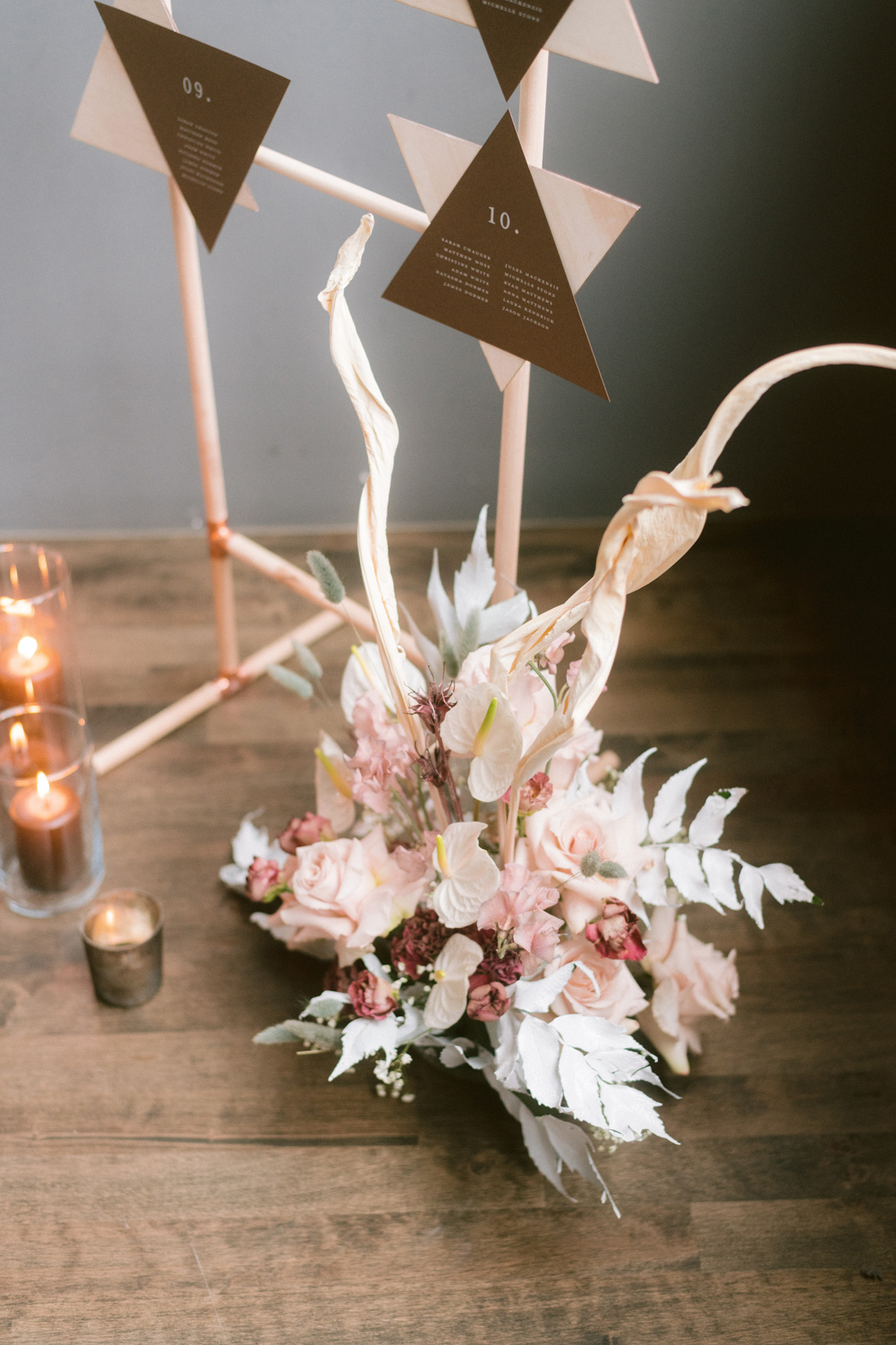 Wedding decor with a pastel bouquet and candles on the floor next to the wedding registry